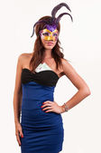 Pretty young woman in purple mysterious venetian mask posing wit — Stock Photo