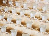 Mnoho lahví detail. chemické budka — Stock fotografie