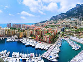 Luxury yachts and apartments in harbor of Monaco — Stock Photo