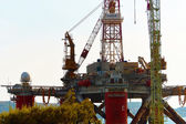Offshore drilling platform — Stock Photo