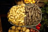 農民市場で新鮮な食材 — ストック写真