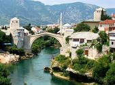 Bridge over Neretva river in Mostar — Stock Photo
