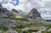 Lago nas montanhas — Fotografia Stock