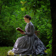 Young Woman In Vintage Clothing Reading Outdoors — Stok fotoğraf