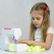 Girl sewing on the sewing machine — Stock Photo