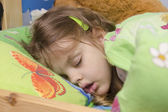 Four-year-old girl sleeping in the crib — Stock Photo
