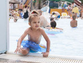 Four-year-old girl gets out of the pool with the terms of — Stock Photo