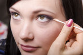 Makeup artist in the process of makeup colors eyelids model — Stock Photo