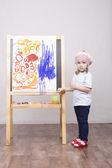 Girl artist paints on canvas — Stock Photo