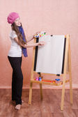 Girl preparing to paint a new masterpiece — Stock Photo