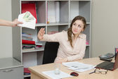 Office worker refuses bribes — Stock Photo