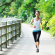 Young asian woman jogging — Stockfoto