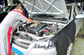 Professional worker cleaning the car engine — ストック写真