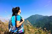 Female climber on mountain peak — Stock Photo