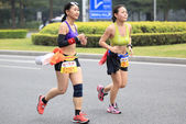 Unidentified athletes running at the shenzhen international marathon — Stock fotografie