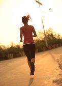 бегун женщина работает — Стоковое фото