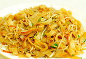 Stir fried lo mein with vegetables — Stock Photo