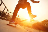 Woman on skateboard — Stock Photo