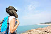 Hiking woman looking at the view — Foto de Stock