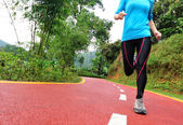 Woman legs running at park trail — 图库照片