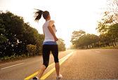 Woman running at sunrise — Stock Photo