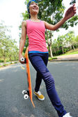 Skateboard frau — Stockfoto