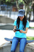 Woman use her cellphone — Stockfoto