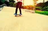 Skateboarding at skatepark — Foto Stock