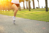 Woman running on tropical park trail. — 图库照片