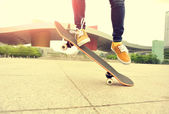 Woman legs skateboarding — Stock Photo