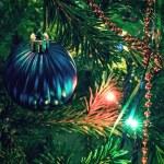 Beautiful christmas decorations on xmas tree — Stock Photo