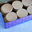 Many biscuit in blue tin — Foto Stock #24922055