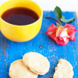 Shortbread, yellow cup with strong tea and pink rose — Stock Photo #26359185