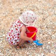 Little girl play on the sea coast — Stock Photo