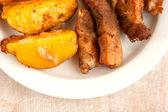 Rôti de viande et pommes de terre au four — Photo