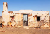 Old abandoned house in desert area — Stock Photo
