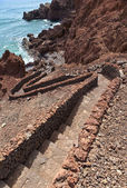 El Golfo, Lanzarote, stairs winding down to wild blue ocean along the coast — Stock Photo