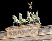 Die quadriga auf dem brandenburger tor, nachtaufnahme, berlin — Stockfoto