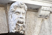 Limestone sculpture of a head on a Pordenone palace, Italy — Stock Photo