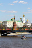 Moscow, river, Kremlin and gold domes — Stock Photo
