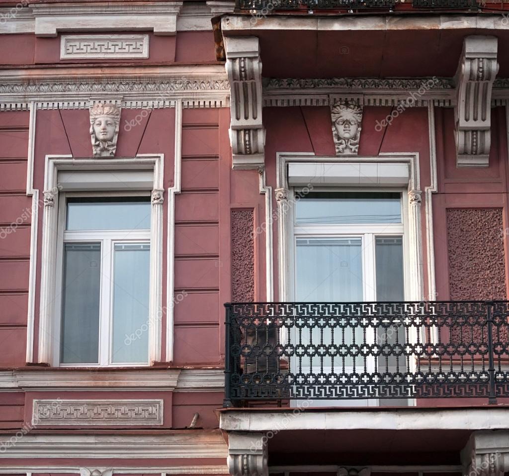 Остекление балкона или лоджии в сталинском доме (сталинка).
