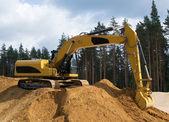 Yellow excavator digging sand  — Stock Photo