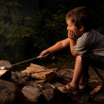 Boy cooking marshmallow — Stock Photo