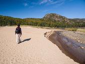 Mulher pé na areia — Foto Stock