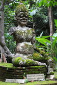 The old ruins giant statue with moss and fern — Stock Photo