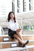 Portrait young business woman with her mobile smartphone — Stockfoto