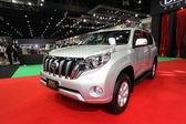 NONTHABURI - NOVEMBER 28: Toyota Land Cruiser Prado car on displ — Zdjęcie stockowe
