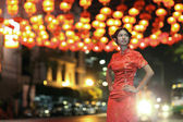 Portrait Asian Chinese woman in Traditional Chinese Cheongsam — Stock Photo