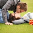Kiss on lawn — Stock fotografie