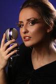 женщина с микрофоном — Стоковое фото
